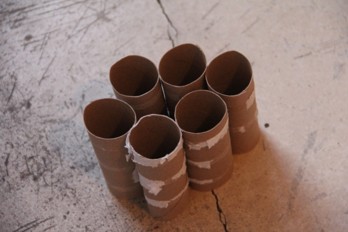 Toiletpaper rolls can be cut and used to start seedlings. I plan to try this out in spring.